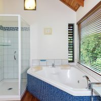 The Treetops and The Palms: Double Spa Bath