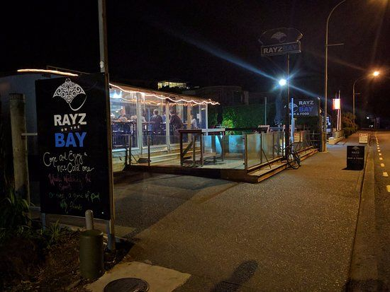 Live Music Rayz On the Bay